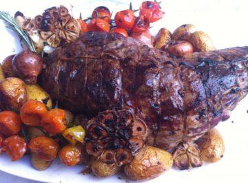 שוק טלה מפואר בתנור – מנה קלה, חגיגית ומרשימה, מתכונים לפסח