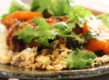 תבשיל עוף בקארי ודלעת – כי החופש מתחיל בבית