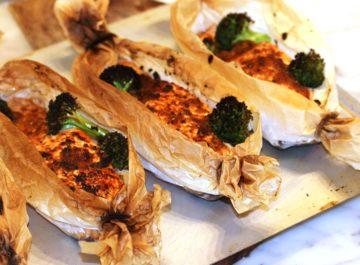 סירות כתומות של סלמון בתנור