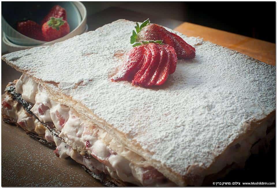 עוגת מילפיי עם קצפת ותותים