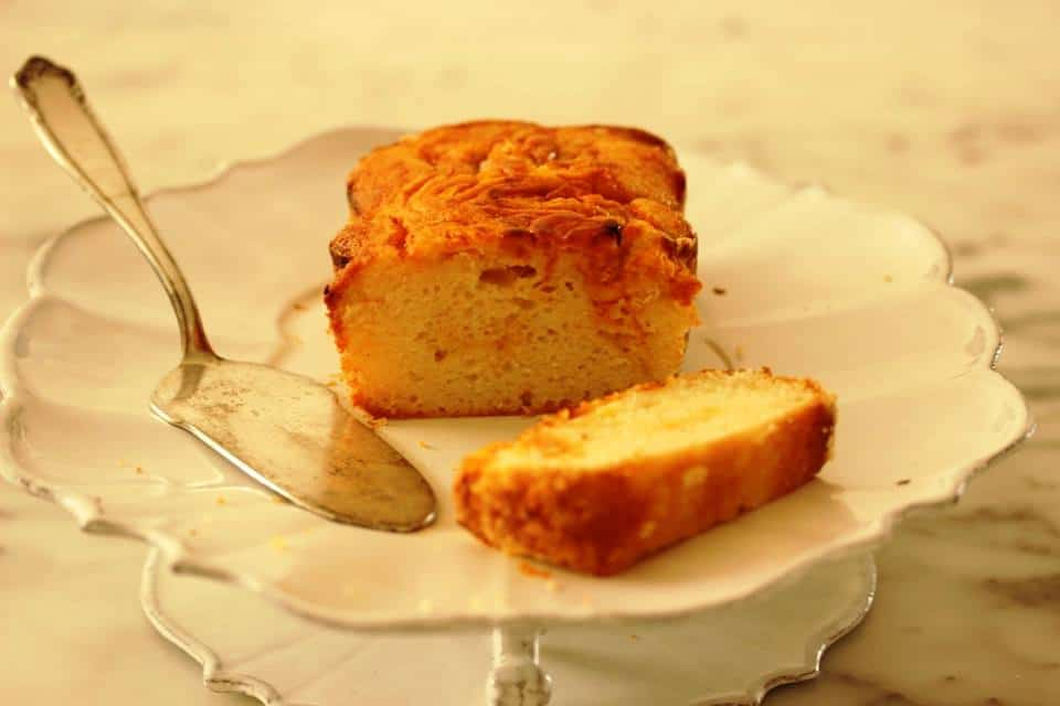 עוגה בחושה עם פרי
