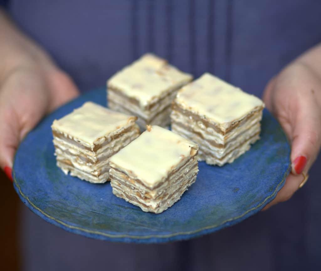 עוגת מצות קפה ושוקולד לבן –  ביס אחד ואתם בגן עדן