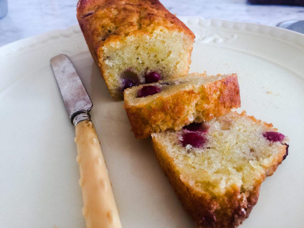 עוגה עם דובדבנים