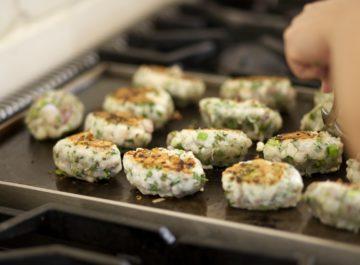 קציצות דגים ברוטב של סלקים ובמיה – ושעור הבישול הראשון שלי בפייסבוק