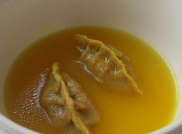 קרעפלך מבצק כוסמין ממולא בגונדי פרסי – הפתעות בתוך בצקניות