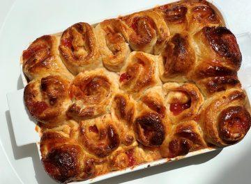 עוגת שמרים שושנים במילוי ריבה ביתית