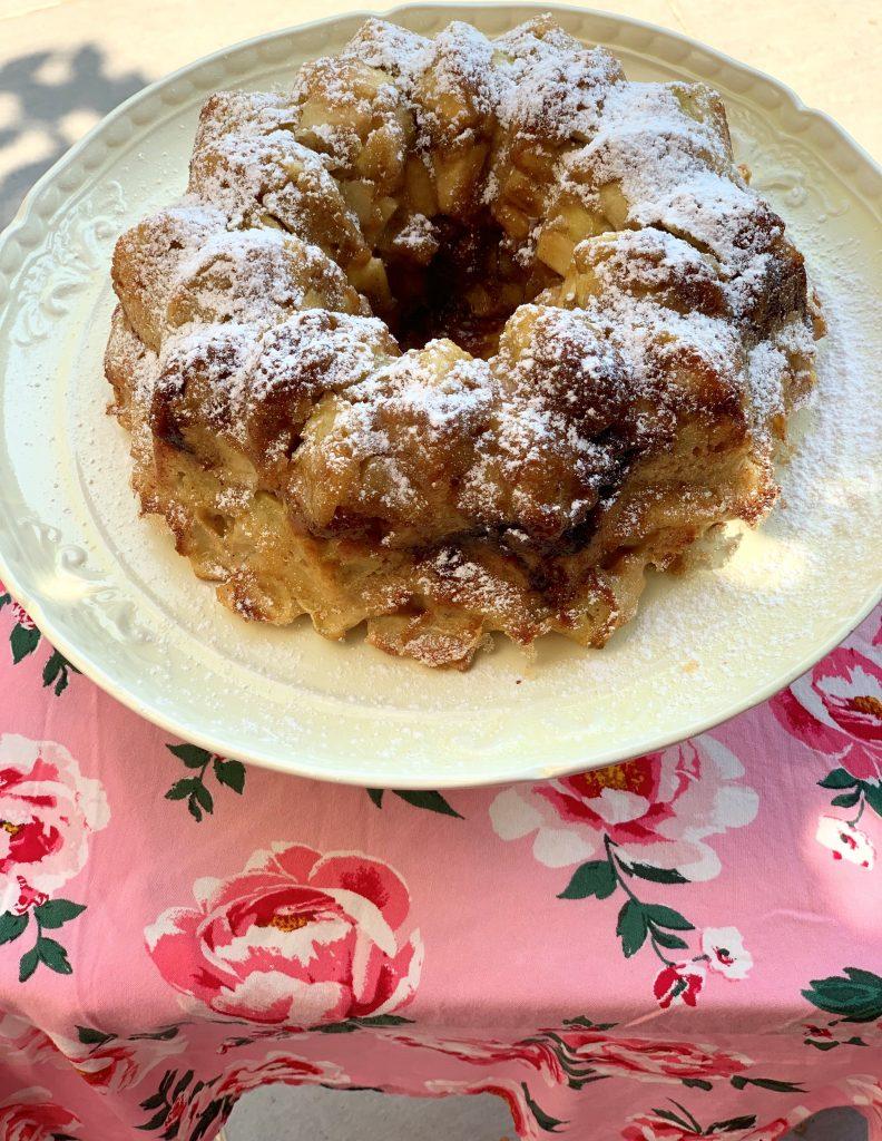 עוגת תפוחים בחושה ודבש
