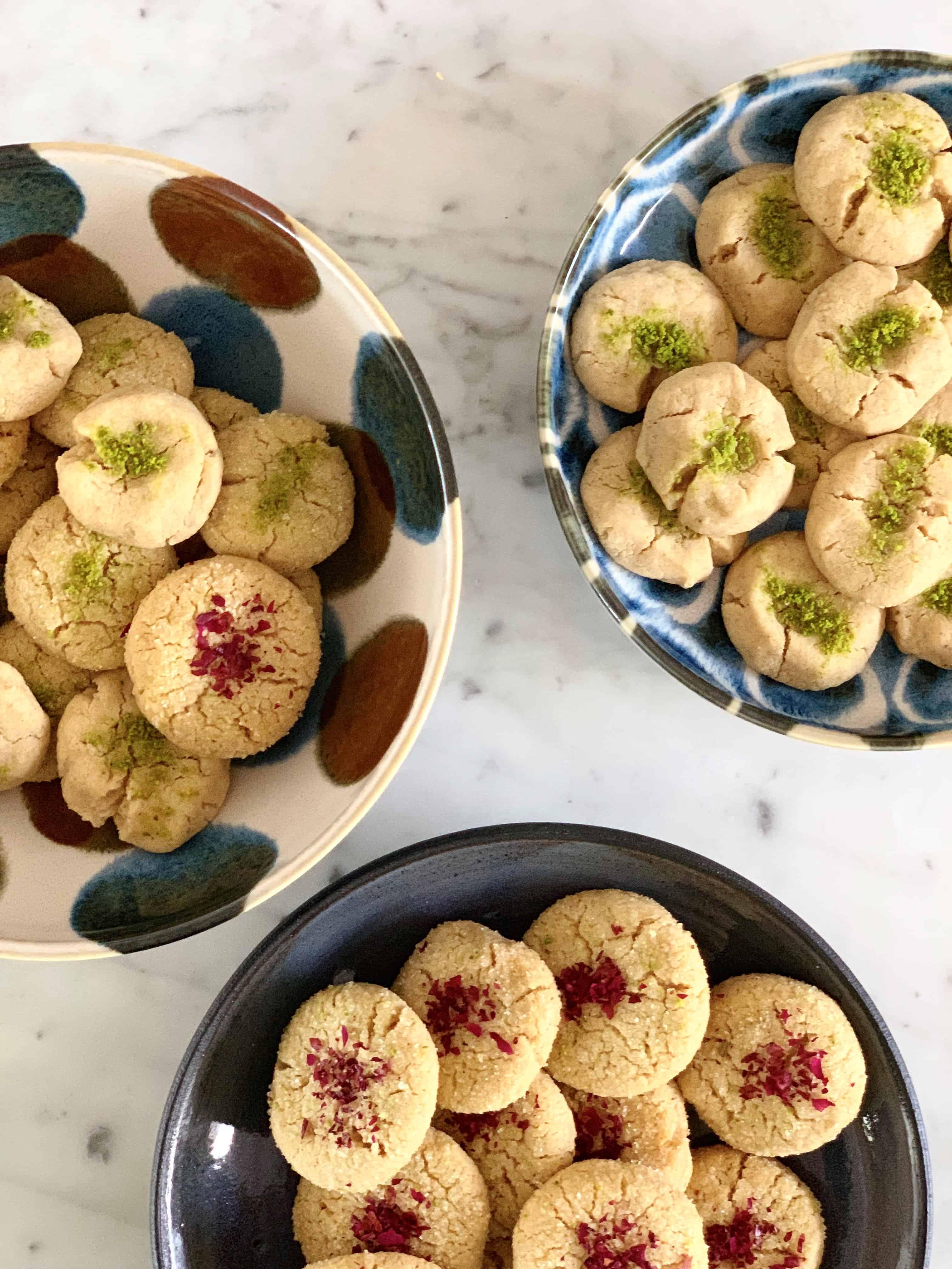 עוגיות טחינה עם הל, מי ורדים ופיסטוקים